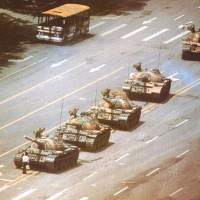 Le 5 juin 1989, sur la Place Tien'anmen, un homme tentait d'arrêter les chars